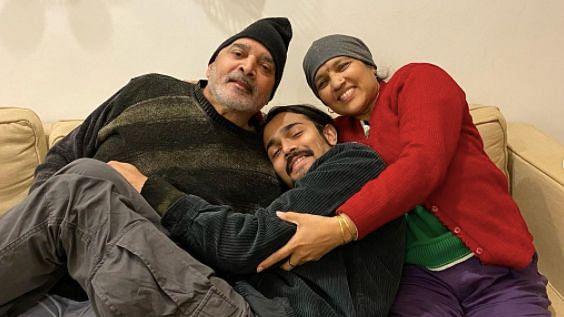 """<div class=""""paragraphs""""><p>Bhuvan Bam with his parents.</p></div>"""
