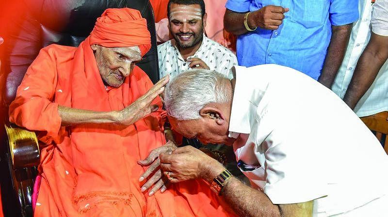 B S Yediyurappa with the Tumkur Lingayat seer, Siddaganga Matha, who has offered him support.