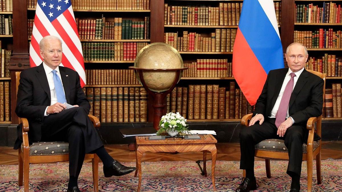US President Joe Biden (left), Russian President Vladimir Putin (right)