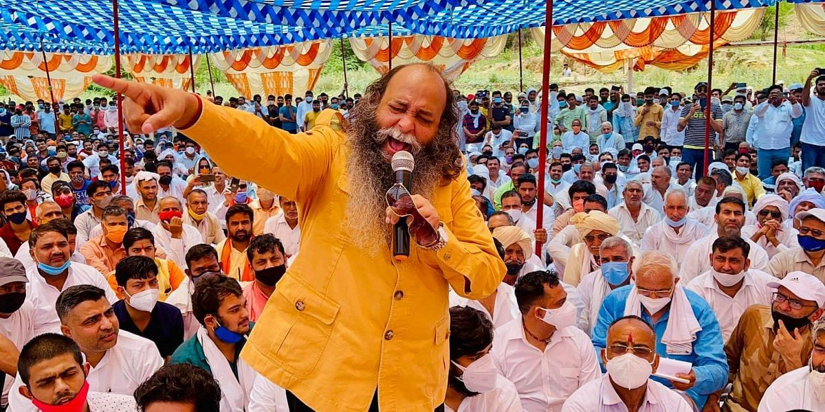 In his hate speech on 30 May, Karni Sena president and BJP leader Suraj Pal Amu makes unsubstantiated allegations to create a tensed environment in Indri village, approximately 4 kilometers from Asif's home.