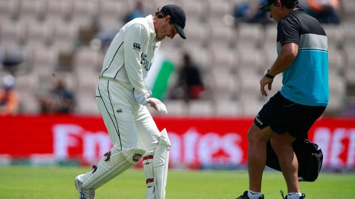 BJ Watling in a lot of pain after dislocating his ring finger on the final day of his Test career.