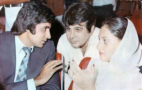 "<div class=""paragraphs""><p>Amitabh Bachchan, Dilip Kumar, and Jaya Bachchan at a film theatre</p></div>"
