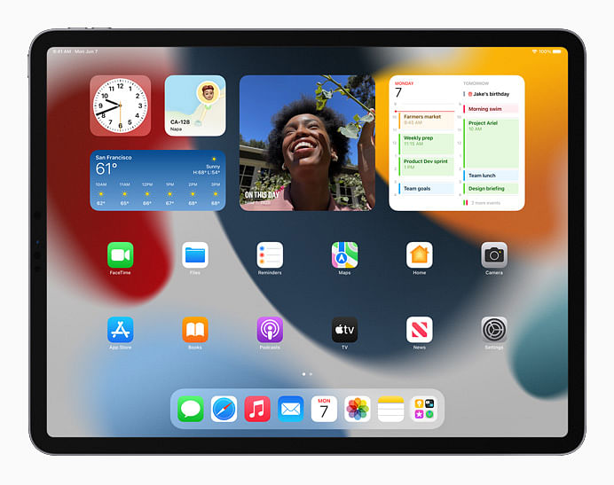 """<div class=""""paragraphs""""><p>Users can now place widgets among apps on Home Screen pages on iPad, providing more information at a glance.</p></div>"""