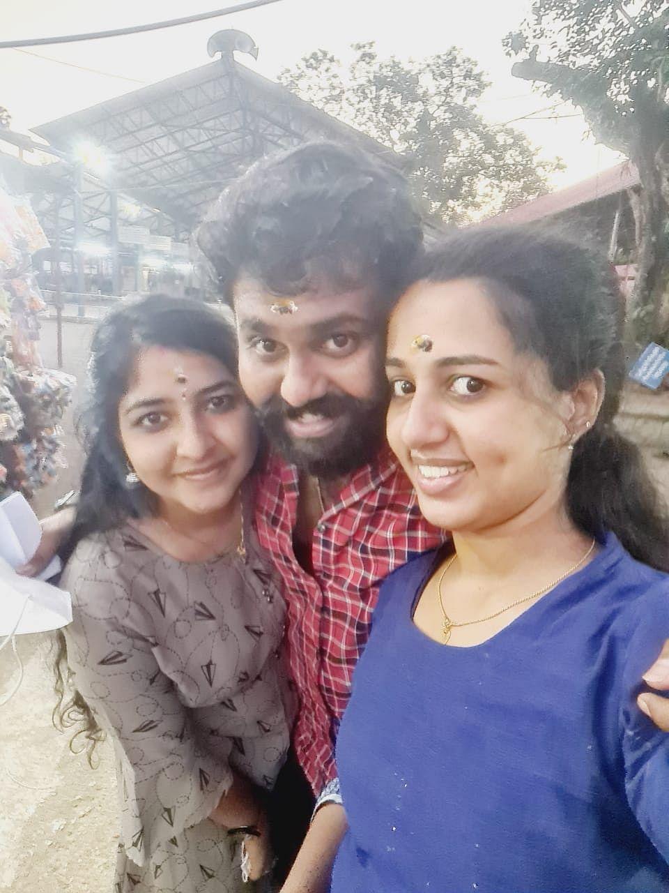 Vismaya V Nair (right) with her brother Vijith V Nair and sister-in-law Revathi.