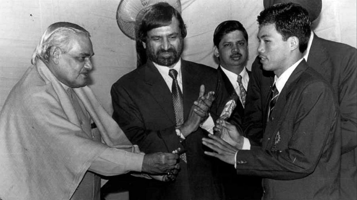 Dingko Singh being felicitated by former Prime Minister Atal Bihari Vajpayee.