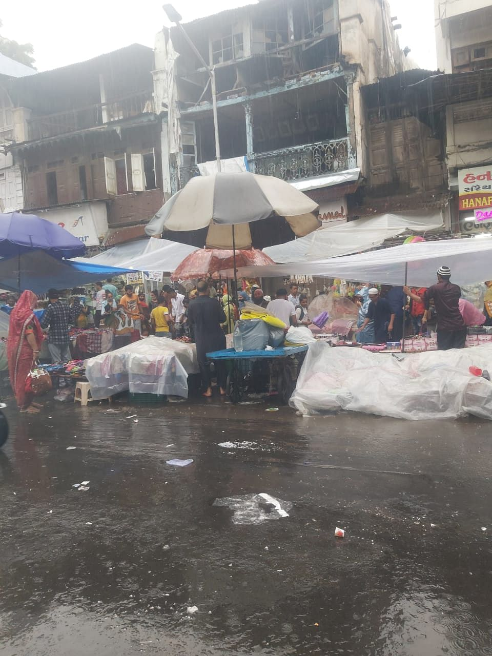 A crowded weekly market in Ahmedabad city.