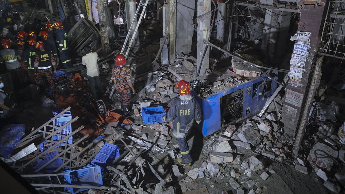 7 Dead, 50 Hurt in Building Collapse After Explosion in Bangladesh