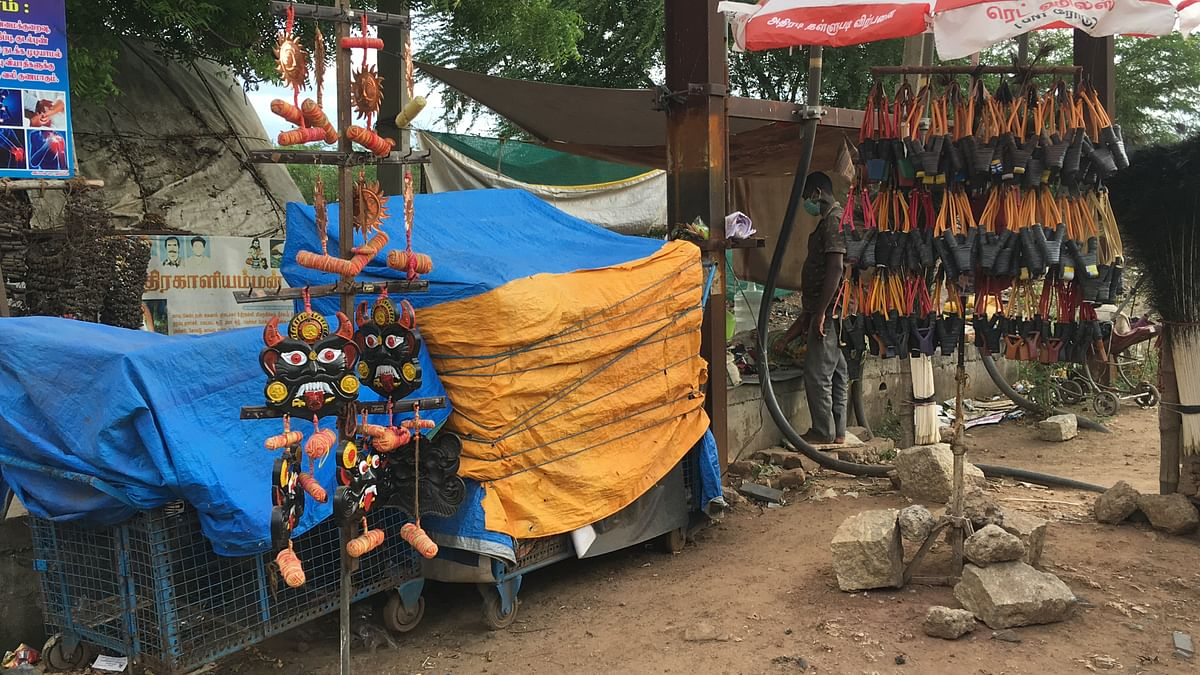 """<div class=""""paragraphs""""><p>Narikuravars sell beaded ornaments, accessories, sacred threads and recycled metal parts.</p></div>"""