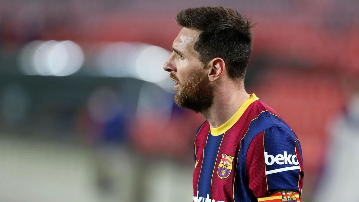 """<div class=""""paragraphs""""><p>Lionel Messi is a free agent but is expected stay at Barcelona.</p></div>"""