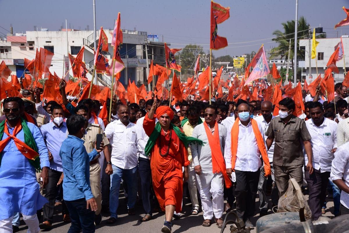 "<div class=""paragraphs""><p>Seer Basavajaya Mrutyunjaya in a political march.</p></div>"
