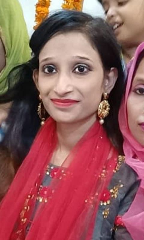 """<div class=""""paragraphs""""><p>Nazia's family says she was young and happy, till she got married and things fell apart.</p></div>"""