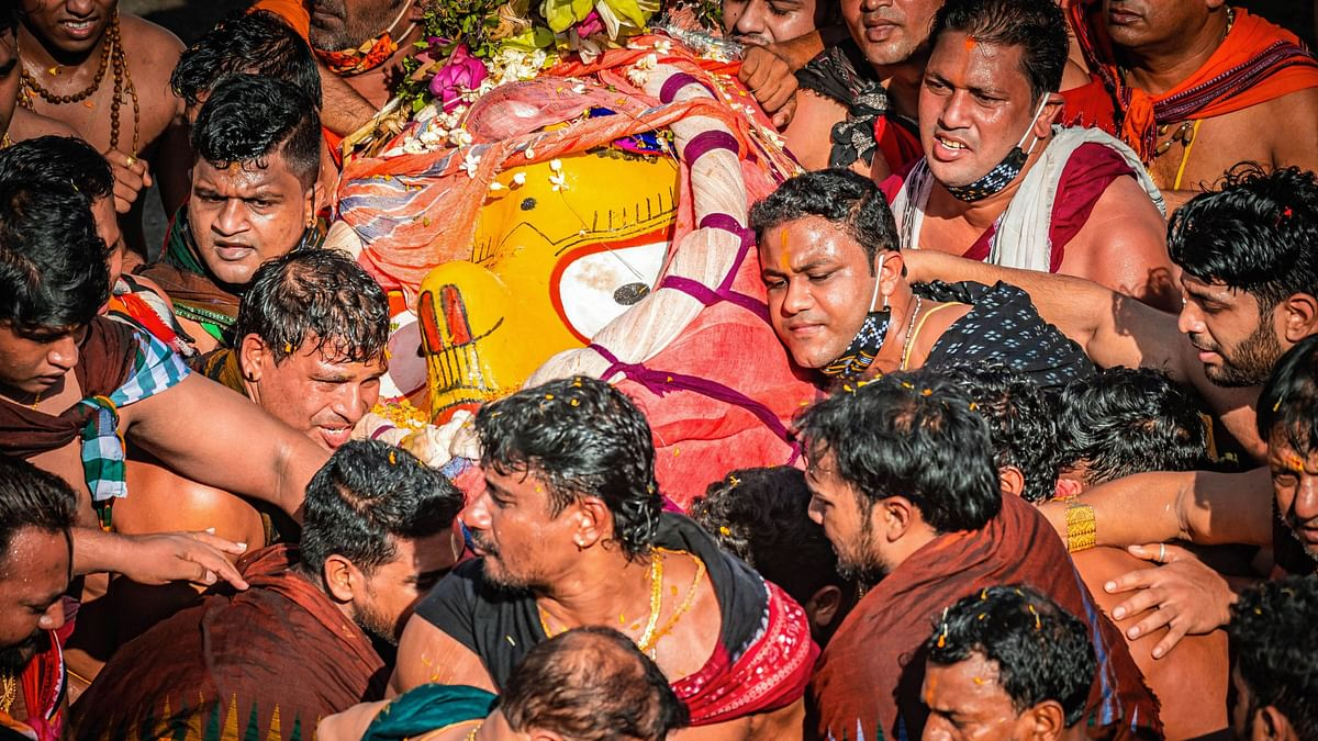 In Photos: Puri Rath Yatra Begins Sans Adherence to COVID Norms