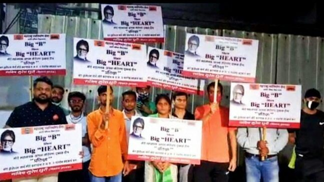 """<div class=""""paragraphs""""><p>MNS workers protest outside Amitabh Bachchan's residence.</p></div>"""