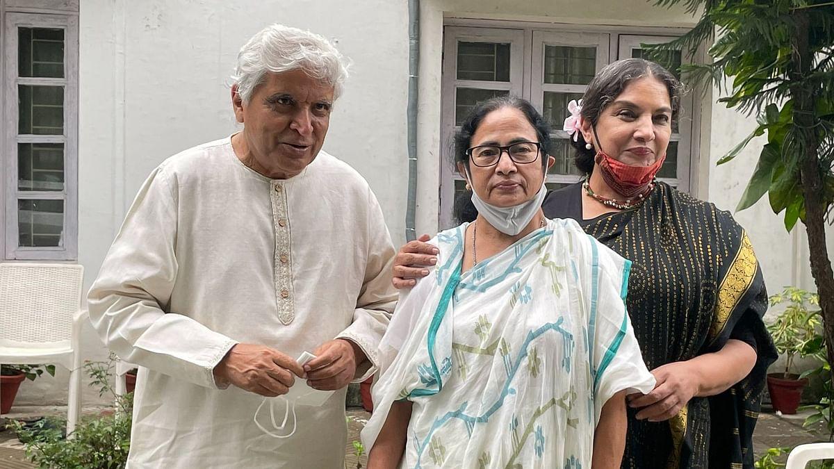 Mamata Banerjee Meets Javed Akhtar, Asks Him to Compose Song on 'Khela Hobe'