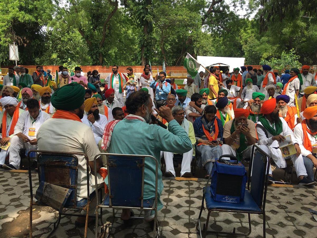 """<div class=""""paragraphs""""><p>Farmers hold kisan sansad at Jantar Mantar.</p></div>"""
