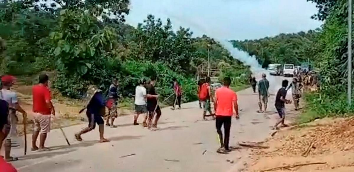 """<div class=""""paragraphs""""><p>Police personnel and locals during a clash at the Assam-Mizoram border on 26 July.&nbsp;</p></div>"""
