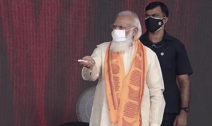 "<div class=""paragraphs""><p>PM Modi inaugurates developmental projects in Varanasi.</p></div>"