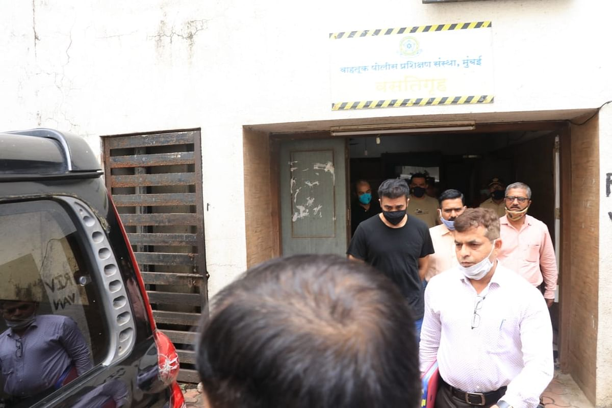 """<div class=""""paragraphs""""><p>Raj Kundra being taken to Byculla jail.</p></div>"""
