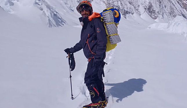 IIT Delhi Alumnus Scales Mount Everest 7 Weeks After Recovering From COVID