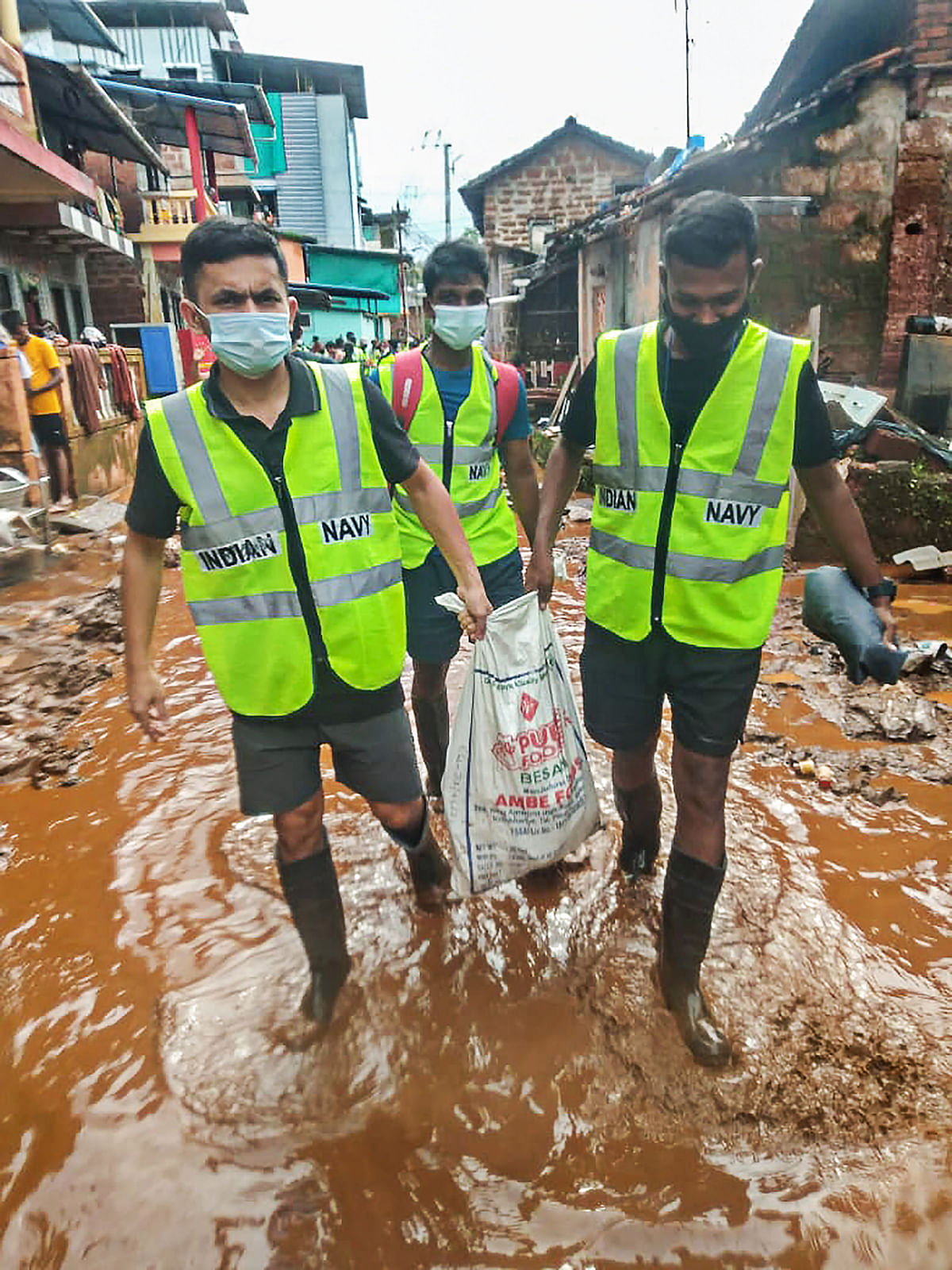"""<div class=""""paragraphs""""><p>Flood Rescue Teams from the Western Naval Command of the Indian Navy, continuous with the efforts to assist the flood-affected local people in Ratnagiri district, Monday, 26 July.</p></div>"""