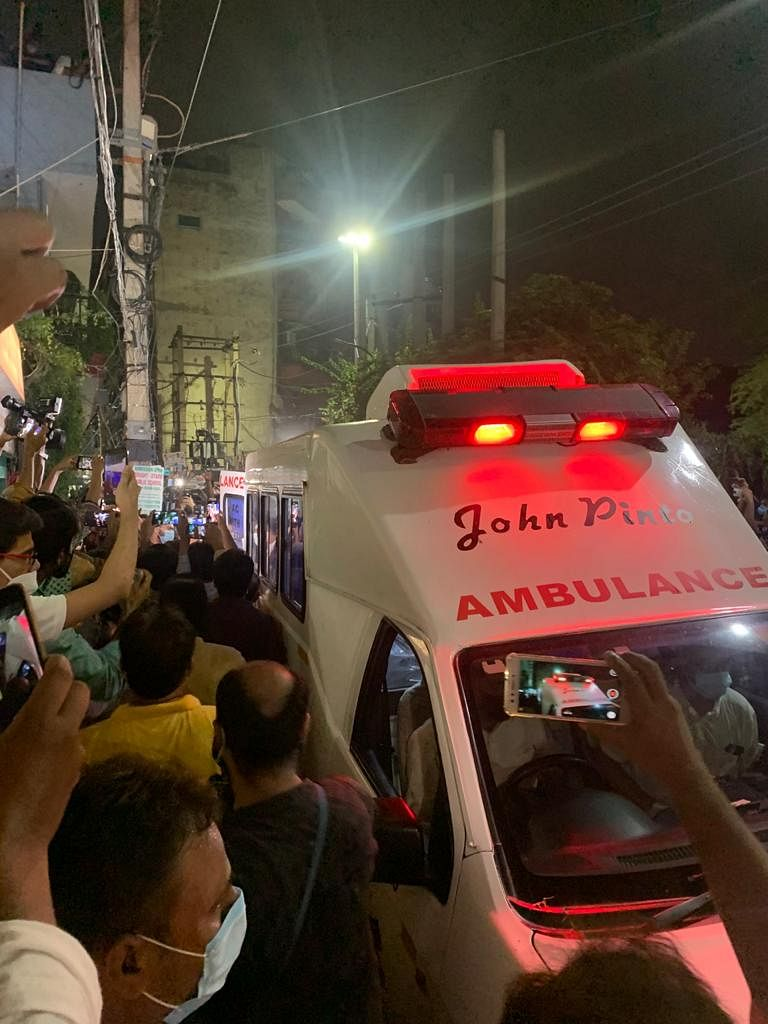 """<div class=""""paragraphs""""><p>Danish&nbsp;Siddiqui's remains being taken to his home in Delhi.</p></div>"""