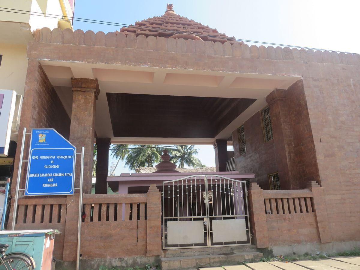 """<div class=""""paragraphs""""><p>Bhakta Salabega Samadhi Pitha</p></div>"""