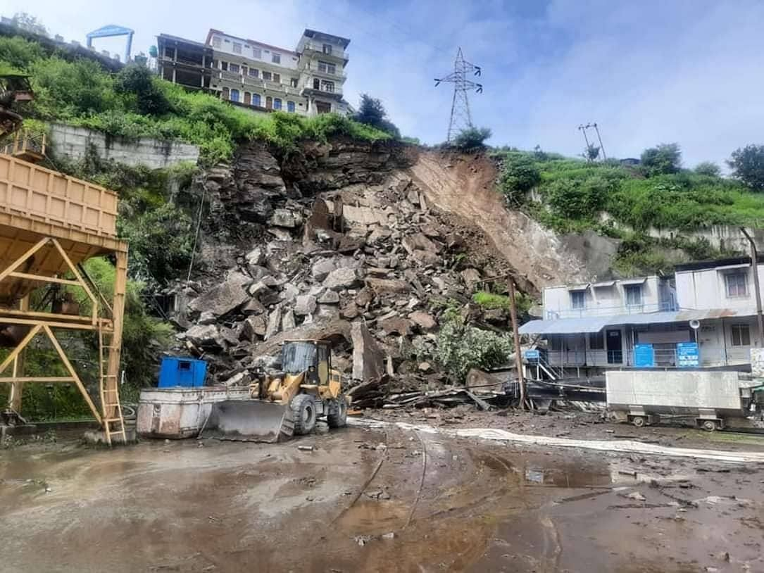 """<div class=""""paragraphs""""><p>disaster caused by floods in Raini village</p></div>"""