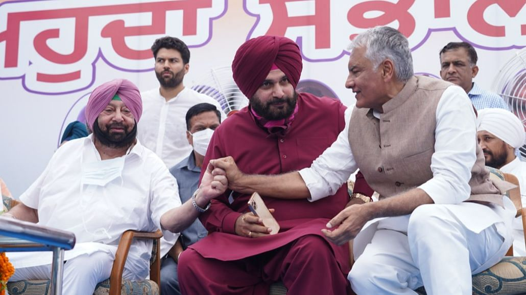 Navjot Sidhu Elevation Ceremony: New Punjab Congress Chief Pads Up But Captain Amarinder Singh's Innings is Not Over Yet