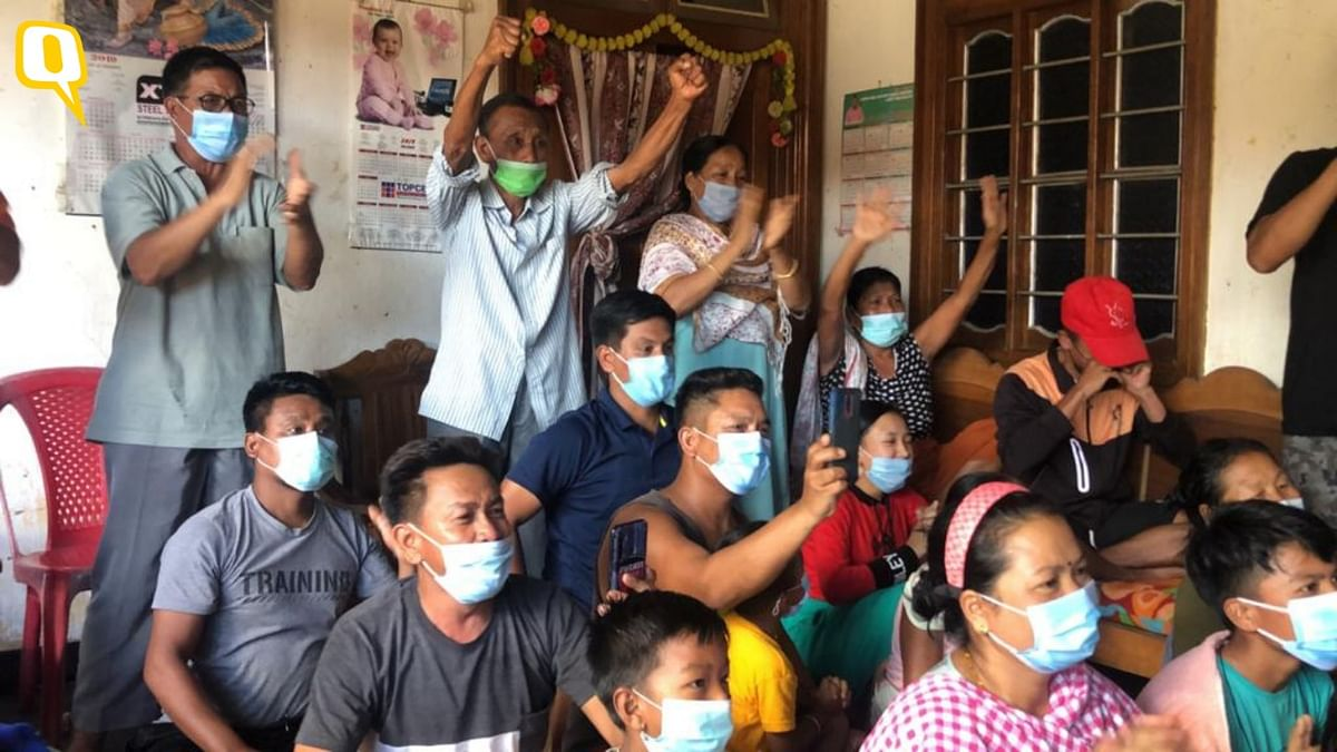 """<div class=""""paragraphs""""><p>Mirabai Chanu's family near Imphal celebrate her Olympic silver medal.</p></div>"""