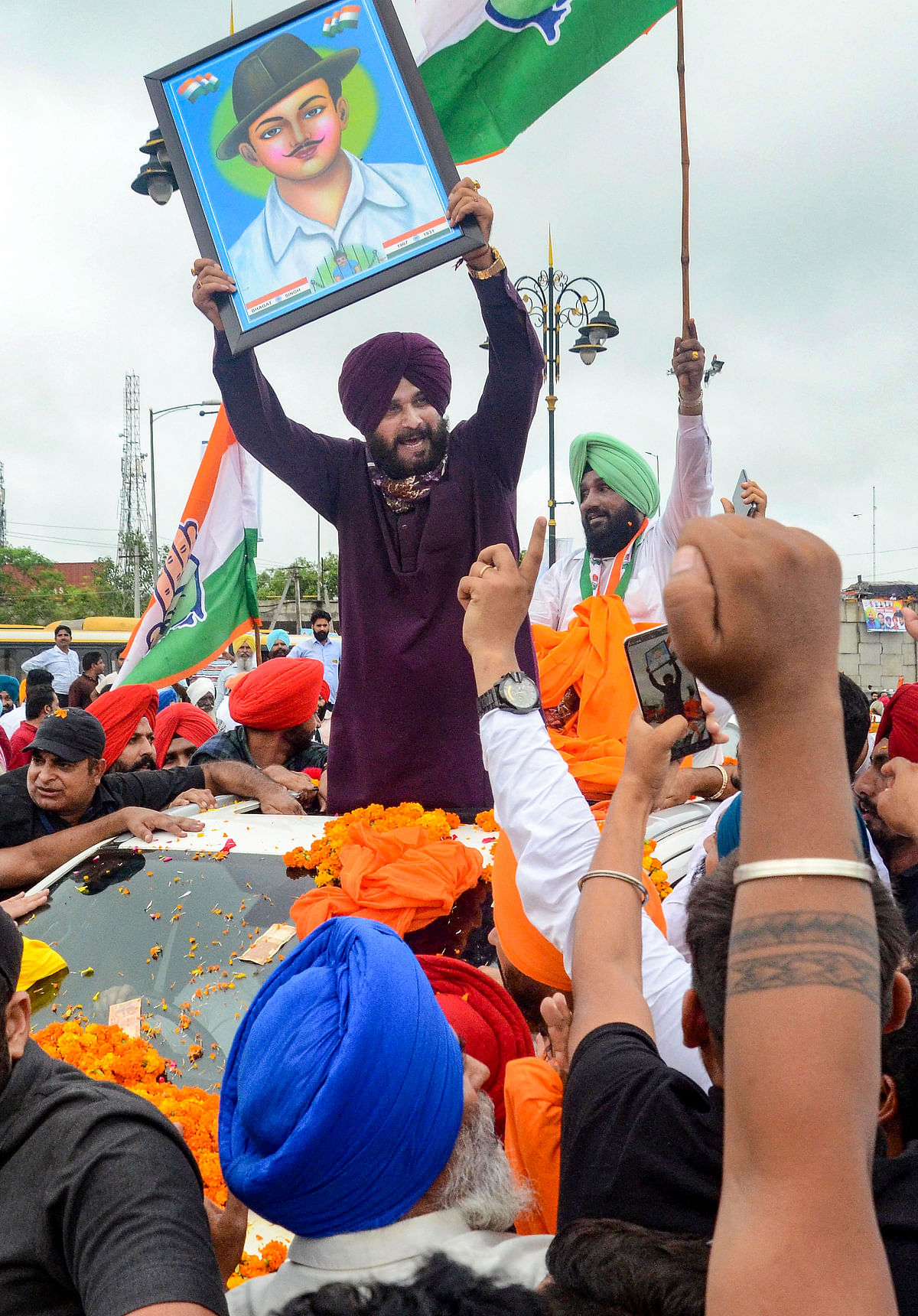"""<div class=""""paragraphs""""><p>Newly appointed Punjab Pradesh Congress Committee President Navjot Singh Sidhu being welcomed by his supporters during his visit to Amritsar.</p></div>"""