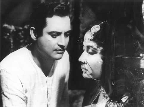"<div class=""paragraphs""><p>Guru Dutt and Meena Kumari in Sahib Bibi Aur Ghulam.</p></div>"