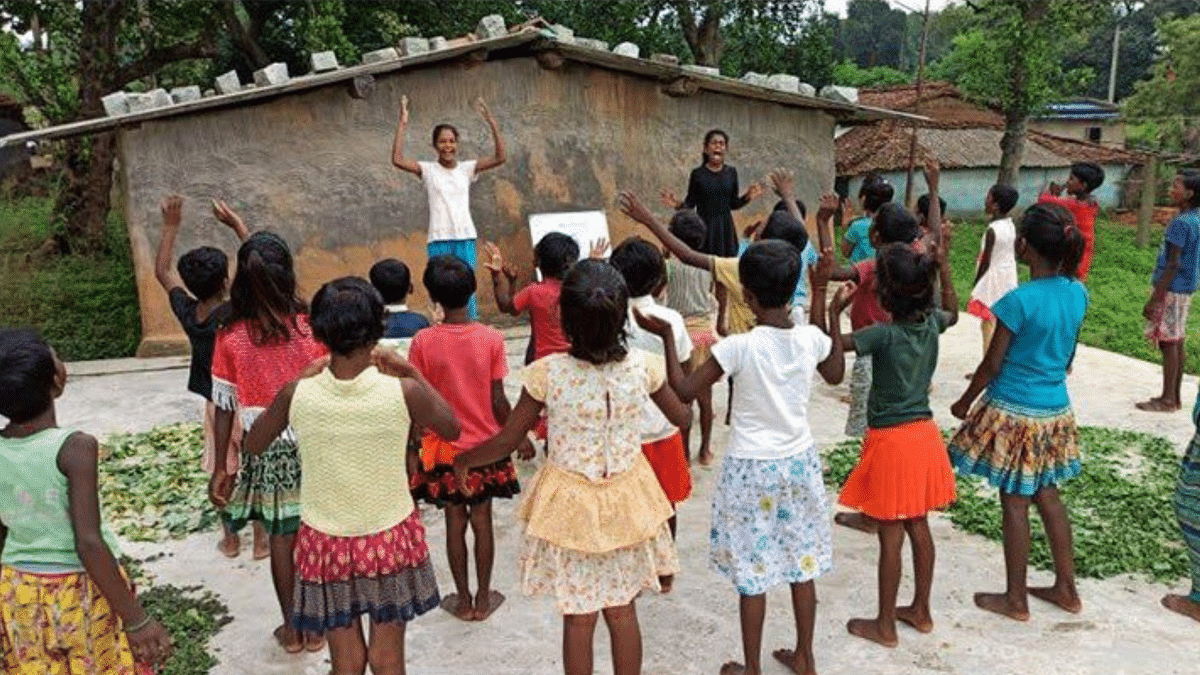11-Year-Old Tribal From Jharkhand Conducts Online Class for Small Children
