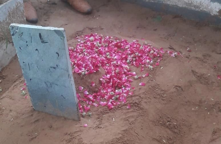 """<div class=""""paragraphs""""><p>Nazia's burial in a cemetery in Jaipur.</p></div>"""