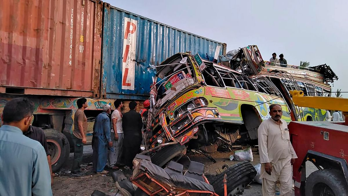 30 Dead, Several Injured in Bus-Truck Collision in Pakistan's Punjab