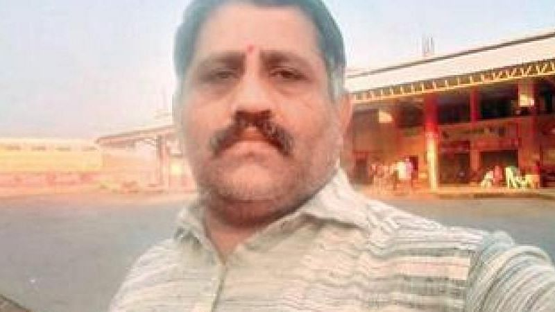 """<div class=""""paragraphs""""><p>RTI Activist Venkatesh was attacked by a gang of five men in Bengaluru.</p></div>"""