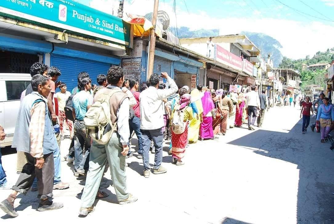 """<div class=""""paragraphs""""><p>Protestors of Raini village</p></div>"""