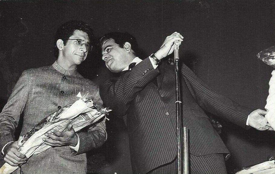 "<div class=""paragraphs""><p>Naseeruddin Shah and Dilip Kumar at the premiere of <em>Karma </em>(1986).</p></div>"
