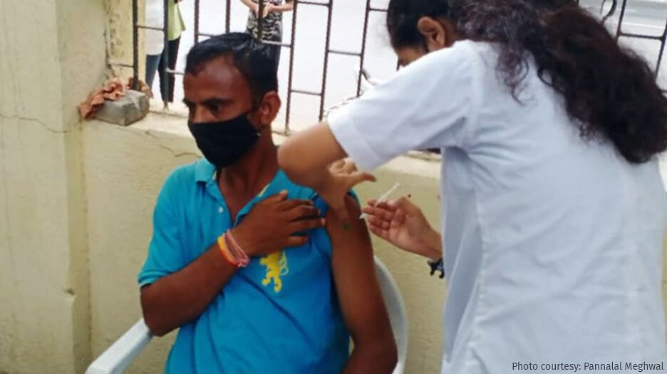 """<div class=""""paragraphs""""><p>COVID-19 vaccines being administered at a homeless shelter where migrant workers find temporary accommodation.</p></div>"""