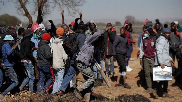 """<div class=""""paragraphs""""><p>Violence in South Africa: Zuma riots over poverty and inequality boiled over into the country.</p></div>"""