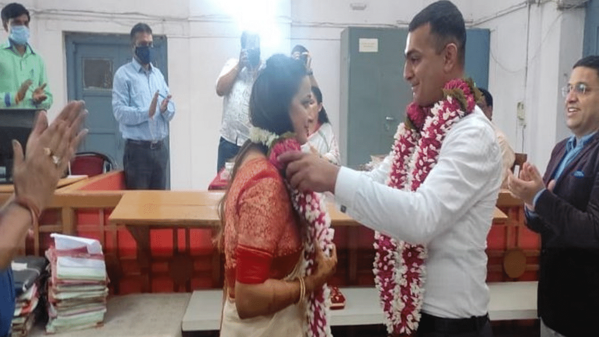 """<div class=""""paragraphs""""><p>Shivangi Dhar and Aniket Chaturvedi spent Rs 500 on a simple court marriage.</p></div>"""