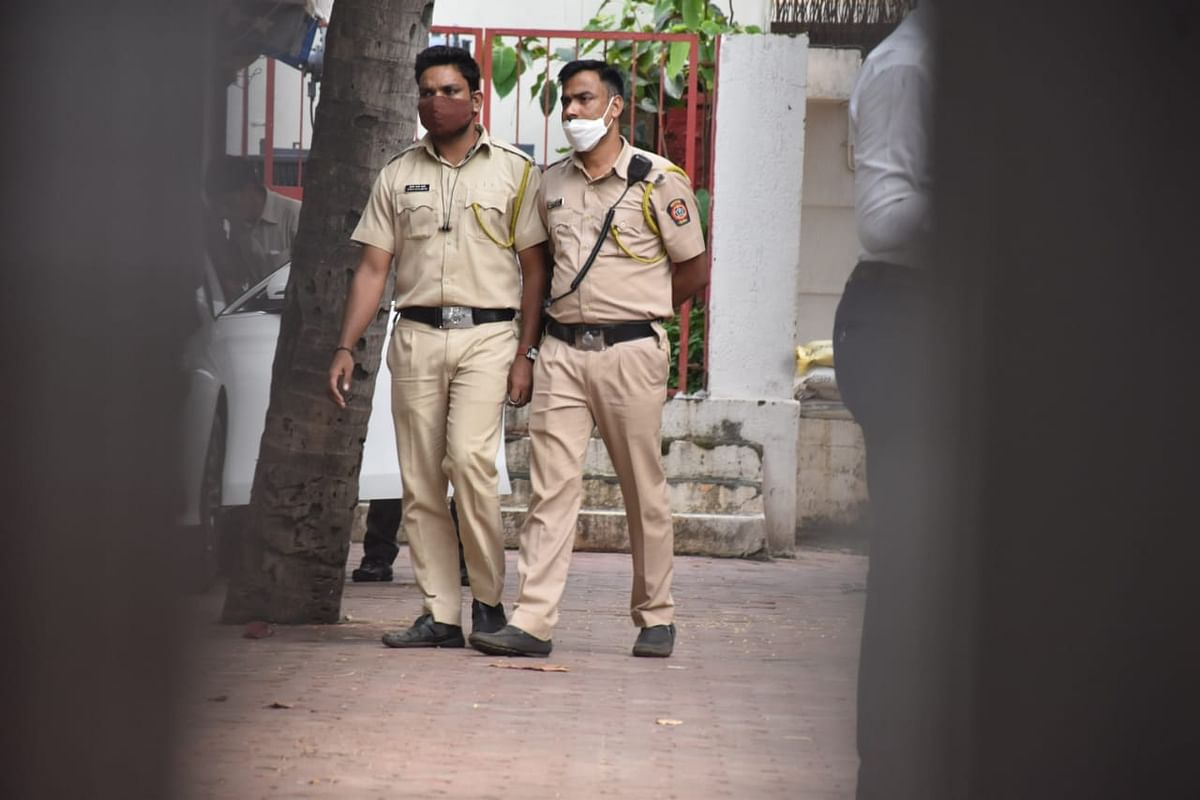 """<div class=""""paragraphs""""><p>Cops have reportedly questioned Shilpa Shetty and her mother in an alleged fraud case.&nbsp;</p></div>"""