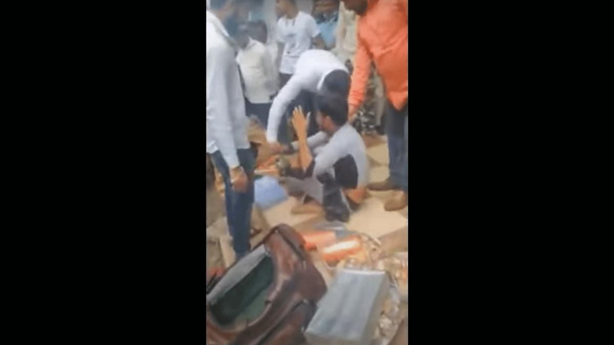 Indore Bangle Seller Thrashed by Mob Arrested Under POCSO for 'Molesting Minor'