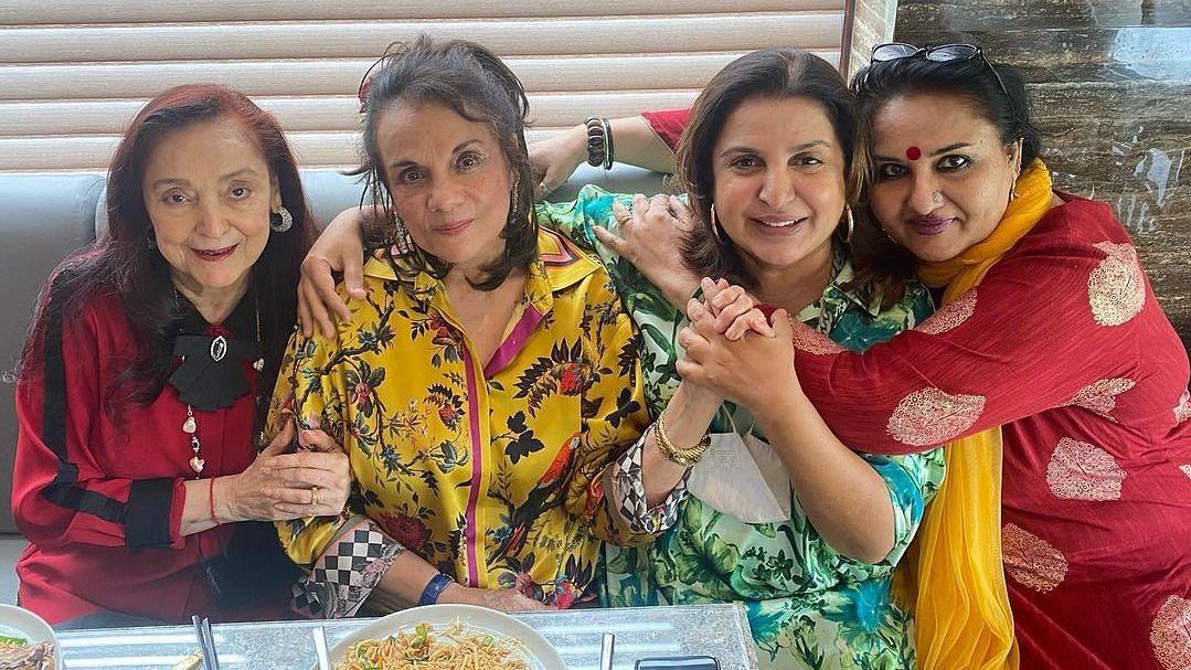 Pic: Farah Khan's Fangirl Moment With Mumtaz, Reena Roy & Malika Randhawa