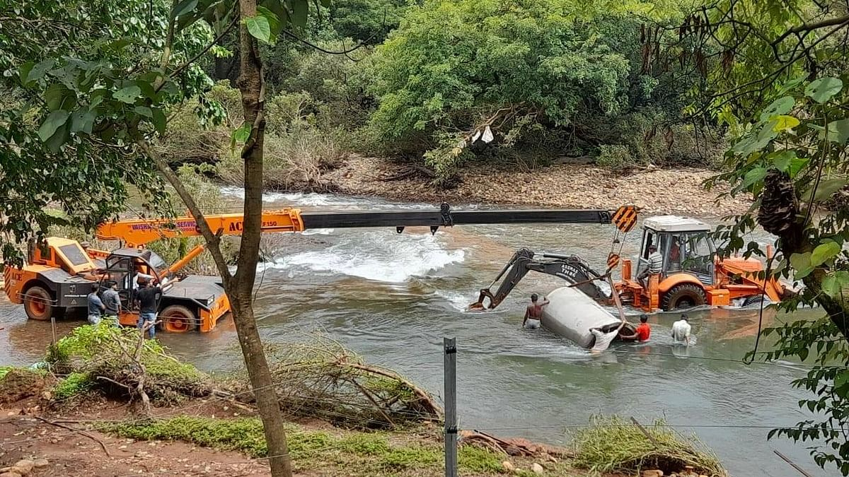 """<div class=""""paragraphs""""><p>Construction work being carried out at the Mollem National Park.</p></div>"""