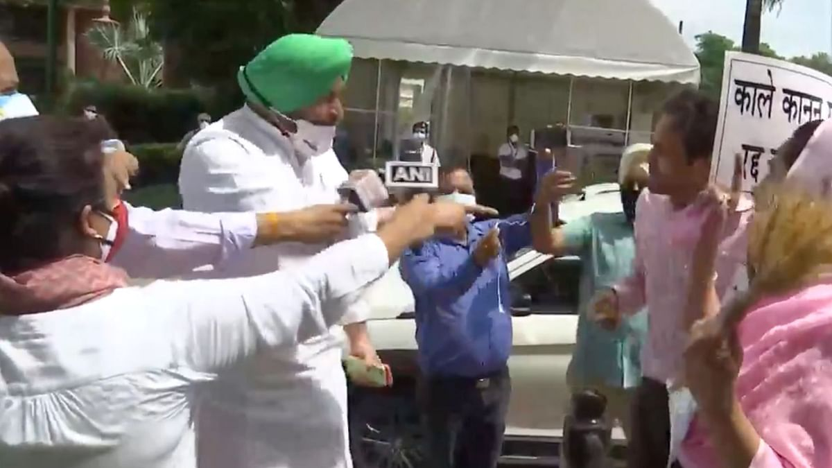 'Indulging in Drama': Congress MP Argues With Harsimrat Badal Over Farm Laws