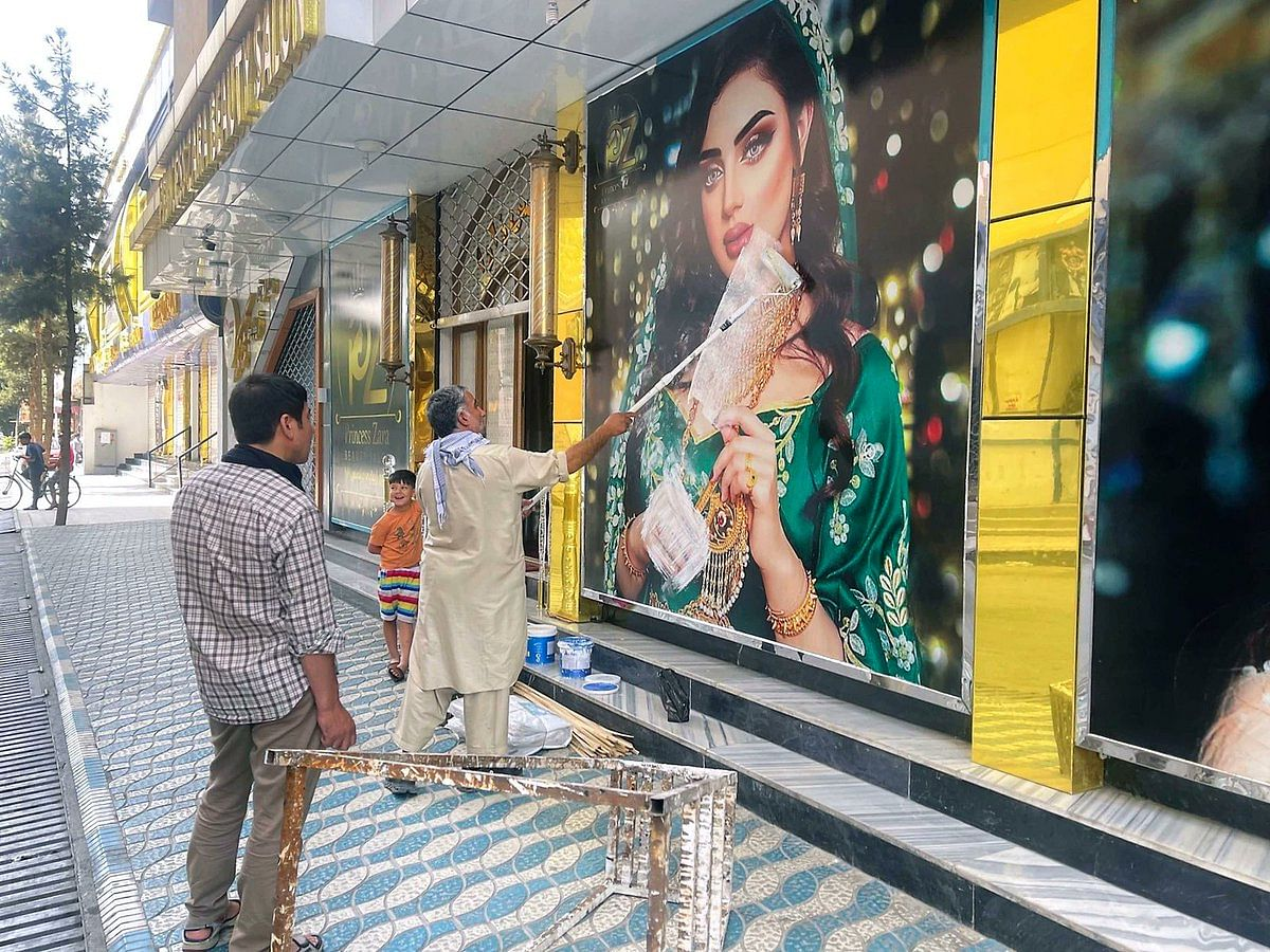 """<div class=""""paragraphs""""><p>Beauty salons covering up women's pictures in Afghanistan.</p></div>"""