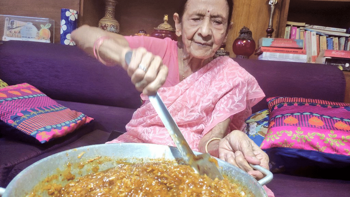 """<div class=""""paragraphs""""><p>Usha Gupta, 87-year-old woman selling pickles and chutneys to help COVID-affected families.</p></div>"""