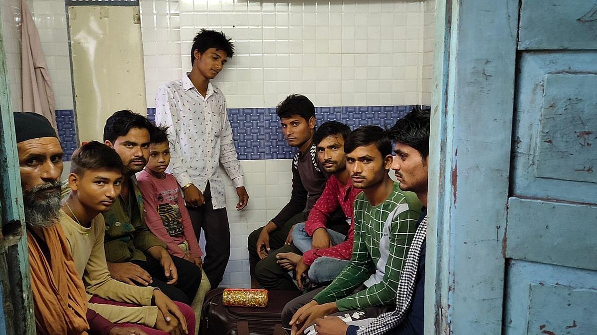 "<div class=""paragraphs""><p>Tasleem's family in Indore.</p></div>"