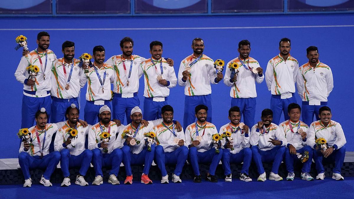 Watch: Emotional Scenes in Tokyo as Men's Hockey Team Wear Their Bronze Medals