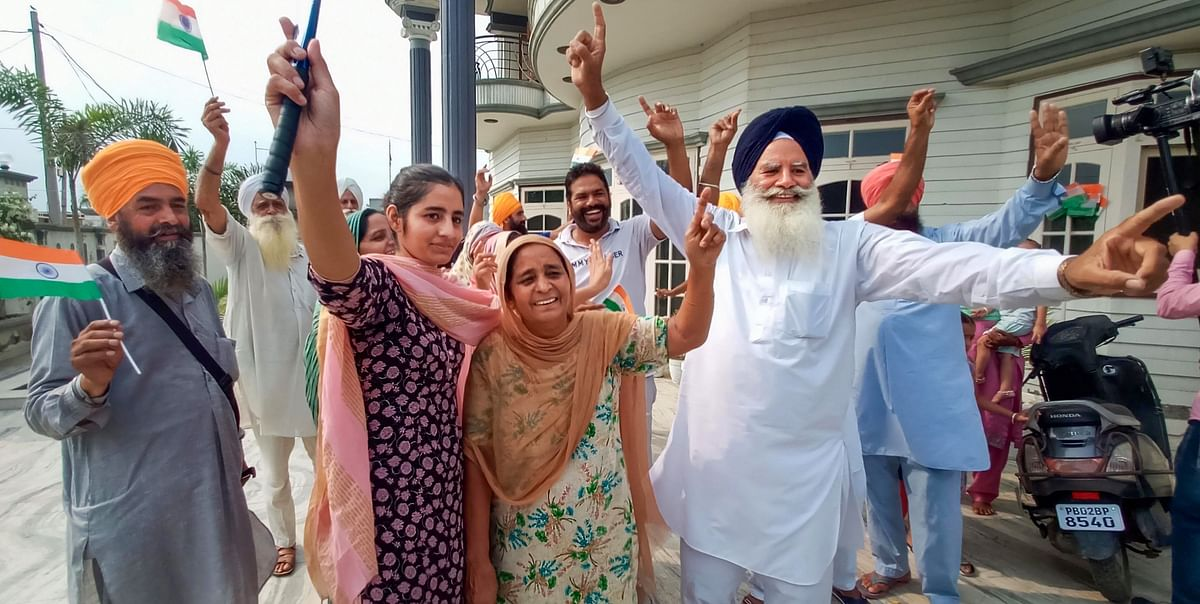 """<div class=""""paragraphs""""><p>Gurjant Singh's family members and relatives celebrate the team's victory over Germany.</p></div>"""